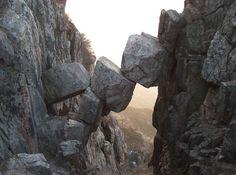 Le Pont Immortel est un paysage naturel situé sur le mont Tai (ou Taishan), dans la province de Jinan, en Chine.  © pfctdayelise, Wikipedia, CC by-sa 2.5
