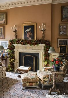 Elegant Christmas Decorations - Holiday Decorating Ideas from Charlotte Moss Christmas Mantels, Christmas Home, Christmas Decorations, Christmas Greenery, French Christmas, Christmas Fireplace, Vintage Christmas, Merry Christmas, Decor Interior Design