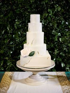 A gorgeous wedding cake with gold accents. @imryanray @calderclark @sugarcloudbakingcompany   #weddingcake Classic Cake, Marble Cake, Cake Gallery, Signature Cocktail, Sugar Flowers, Floral Centerpieces, Wedding Designs, Wedding Ideas, Amazing Cakes