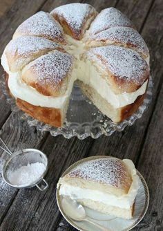 What's better than a Swedish cream bun? A Swedish cream bun cake, of course! Swedish Recipes, Sweet Recipes, Cake Recipes, Dessert Recipes, Scandinavian Recipes, Swedish Foods, Norwegian Recipes, Norwegian Food, Dessert Bread