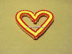coeur à 12 fils Lanyard Knot, Diy And Crafts, Arts And Crafts, Heart Projects, Rubber Band Bracelet, Heart Shapes, Keychains, Keychain Ideas, Lanyards