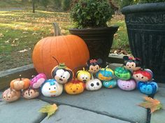 Tsum tsum painted pumpkins Disney Halloween Decorations, Disney Halloween Parties, Disney Halloween Costumes, Disneyland Halloween, Holiday Decorations, Halloween 2017, Holidays Halloween, Halloween Crafts, Halloween Birthday