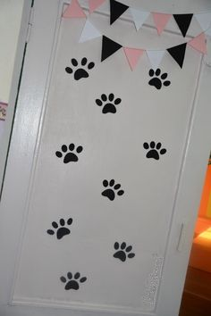 "paw prints on doors (two large prints) and/or a ""trail"" from living room to kitchen to family room"