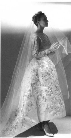 Cristóbal Balenciaga wedding dress 1957 Ivory shantung with ornate embroidery in gold metallic thread twisted around a silk core, and faux pearl sequins in floral motifs. Moda Fashion, Retro Fashion, Vintage Fashion, Vintage Wedding Photos, Vintage Bridal, Vintage Weddings, Vintage Tea, Vintage Outfits, Vintage Dresses