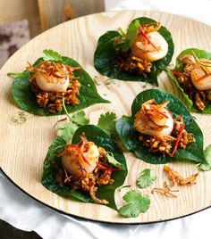 Create elegant Asian starters in minutes with these caramelised scallops on a bed of betel leaves. Asian Appetizers, Appetizers For Party, Chicken Appetizers, Asian Recipes, Healthy Recipes, Ethnic Recipes, Delicious Recipes, Seafood Recipes, Cooking Recipes