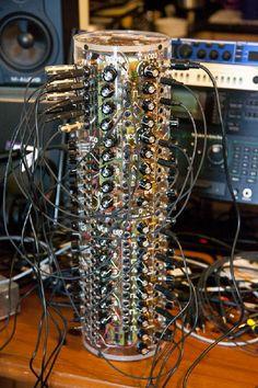 ZAelectronic Circular Oscillator VIII synth: hand-made, modular, in a tube.