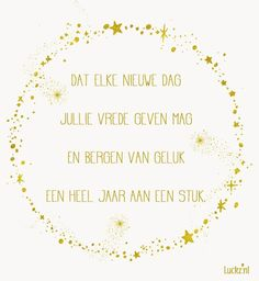 Mooie kerst wens met gouden sterren met de tekst:  Dat elke nieuwe dag, jullie vrede geven mag. En bergen van geluk een heel jaar aan een stuk. Christmas Card Sayings, Christmas Jesus, Grinch Christmas, Diy Christmas Cards, Christmas Wishes, The Night Before Christmas, Christmas And New Year, Christmas Time, New Year Poem