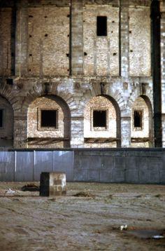 Haus Vaterland Berlin - Außenaufnahme 1975 der Sockel des Denkmals fuer Karl Liebknecht im Todesstreifen.....