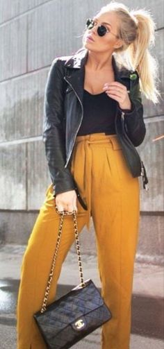 40 American Made Fall Looks and Outfits - Ericka Ellis - Damenbekleidung Mustard Yellow Outfit, Mustard Pants, Mustard Jeans Outfit, Mustard Leather Jacket, Mustard Top, Yellow Pants Outfit, Yellow Clothes, Yellow Outfits, Fall Looks