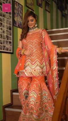 Indian Bridal Fashion, Indian Fashion Dresses, Dress Indian Style, Indian Outfits, Simple Pakistani Dresses, Pakistani Wedding Outfits, Pakistani Dress Design, Stylish Blouse Design, Fancy Blouse Designs