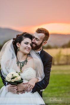 Fotografia de nuntă trebuie să fie fabuloasă din toate punctele de vedere și emoțiile reflectate de imagini trebuie să fie aceleași cu cele trăite de voi în ziua evenimentului. Pentru asta, fiind fotograful vostru, mă implic emoțional în fiecare eveniment.  Îmi place să captez momentele și să le transpun într-o poveste. Povestea nunții voastre. Sunt cu siguranță cadre pe... Wedding Dresses, Youtube, Instagram, Fashion, Bride Dresses, Moda, Bridal Gowns, Fashion Styles