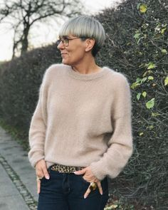 Stockholmsweater - Lilly is Love Stockholm, Crochet Top Outfit, Der Arm, Knit In The Round, Stockinette, Cardigans, Sweaters, Top Pattern, Delena