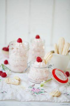 Rezept für ein Himbeere Cheesecake Mousse und selbstgebackenen Löffelbiskuits / raspberry cheesecake Dessert and ladyfingers