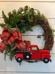 Farmhouse Christmas wreath mercantileatmulberry.etsy.com