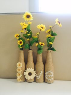One of the DIYs my husband and I did as a gift for a friend Materials Bottle, paper twine, dried flowers and buttons Wine Bottle Crafts, Bottle Art, Decor Crafts, Diy Room Decor, Sunflower Party, Christmas Paper Crafts, Art N Craft, Mason Jar Wine Glass, Fabric Flowers