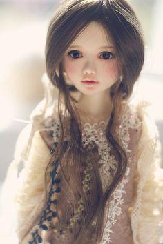 Realistic porcelain doll. Crazy!