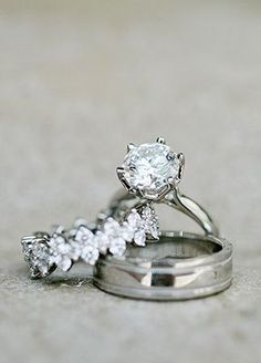 6 prongs :) and that wedding band is gorgeous. Love the solitaire with detailed wedding band