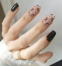 Nail Polish Flowers, Flower Nail Art, Nail Swag, Beauty Tips Easy, Cow Nails, Nail Art Designs Videos, Minimalist Nails, Dream Nails, Simple Nail Designs