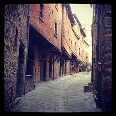 Via Jannelli in Cortona known for its medieval houses, one of oldest survived in Italy. Medieval Houses, Cities, Survival, Italy, Instagram, Italia, City
