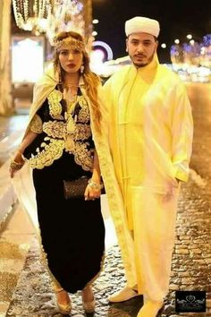 Algerian in traditional clothing Most Beautiful Dresses, Beautiful Outfits, Beautiful Clothes, Dress Attire, Dress Outfits, Afghan Dresses, Moroccan Caftan, Inspiration Mode, Traditional Dresses
