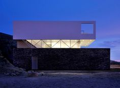 Great example of a Top, Middle and Bottom! Beach House in Las Palmeras / Javier Artadi