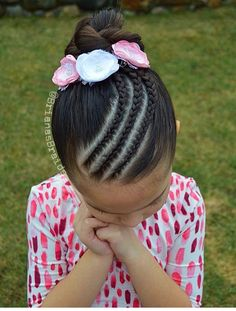 Bun style today with 3 cornrows and beautiful flowers. Have a great day 🌸 . Mixed Kids Hairstyles, Lil Girl Hairstyles, Travel Hairstyles, Girl Haircuts, Braided Hairstyles, Little Girl Braids, Girls Braids, Medieval Hairstyles, Girls Hairdos