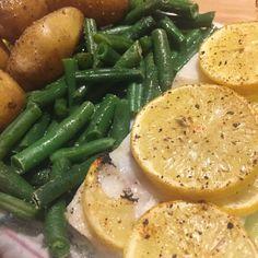 Fisch mit Erdäpfel und grünen Bohnen #fish #potatos #beans #food #healthy Foodblogger, Green Beans, Vegetables, Souffle Dish, No Sugar, Pisces, Meal, Cooking, Vegetable Recipes