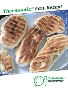 Flatbread from the grill (grill bread) by A Thermomix ® recipe from the category bread & rolls at www.de, the Thermomix ® community. Flatbread from the grill (grilled bread) H. Brot/Brötchen Flatbread from Dog Recipes, Meatball Recipes, Barbacoa, Pizza Hut, Grilled Bread, Vegan Grilling, Bread Bun, Flat Bread, Cheesecake
