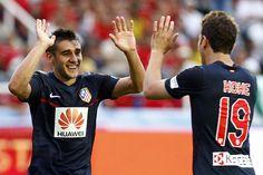 El argentino hizo el 0-2 en el Pascual de cabezazo a servicio de Filipe Luis. Así, lo celebró con Koke (20/05/2012).