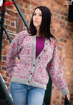 Beautiful cardigan with mulicoloured stars in Mellanraggi.