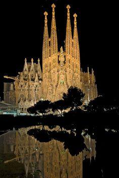 Plaça Gaudí at night   BCN