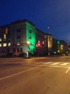London Life Building goes green to support the London Knights as London hosts the 2014 Memorial Cup.