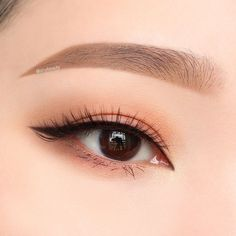 eyeliner but natural overall, so a statement casual look?bolder eyeliner but natural overall, so a statement casual look? Korean Natural Makeup, Korean Makeup Look, Korean Makeup Tips, Asian Eye Makeup, Korean Makeup Tutorials, Eyeshadow Tutorials, Asian Eyeshadow, Natural Beauty, Cute Makeup