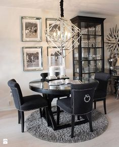 😍 Mads has got a new from our retail shop! The chairs is also from Dining Room Table Decor, Dining Table Design, Decor Room, Dining Room Furniture, Living Room Decor, Home Decor, Dining Rooms, Furniture Ideas, Luxury Dining Room