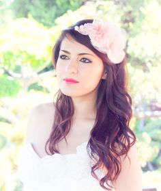 Image from http://wdie.wedding-dates.com/files/2012/09/bridal-headpiece.jpg.