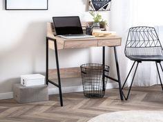 Die Arbeitsfläche, erhöhte Ablage und Schubkastenfront bestehen aus robuster MDF-Platte mit PVC-Beschichtung und vereinen das, was am wichtigsten ist — einen durchdachten Arbeitsplatz der zudem auch Platzsparend ist. Die schwarze, pulverbeschichtete Stahlkonstruktion mit Querstreben zwischen den Beinen sichert einen festen Stand und die zusätzlichen Gummiuntersetzer schützen den Boden vor jeglichen Kratzern. Bureau Design, Office Furniture, Office Desk, Hanging Canvas, Home Desk, Design Moderne, Quito, My Room, Industrial Style