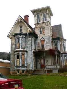haunted house myrlvava~ this could be restored and would look perect. Love this building! Old Abandoned Houses, Abandoned Mansions, Abandoned Buildings, Abandoned Places, Old Houses, Haunted Houses, Creepy Houses, Abandoned Castles, Haunted Mansion