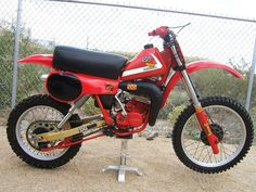 Honda tricked out Motocross Bikes, Vintage Motocross, Off Road Bikes, Moped Scooter, Japanese Motorcycle, Dirt Biking, Old Bikes, Honda Motorcycles, Honda Cr