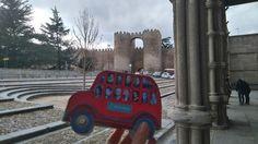 En la Basílica de San Vicente de Avila , al fondo la muralla Monster Trucks, Vehicles, San Vicente, Fotografia, Car, Vehicle, Tools