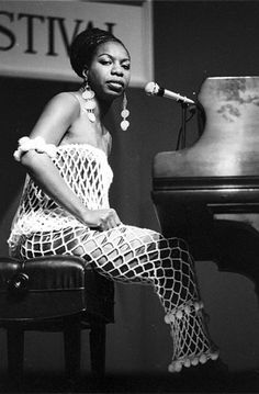 Nina Simone performing at the 1967 Newport Jazz Festival Rhode Island U. Nina Simone, Her Music, Music Is Life, Good Music, Jazz Artists, Jazz Musicians, Music Artists, Blues Artists, Soul Jazz