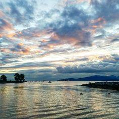 Sitting on a log enjoying the view.  #sunsetbeach #vancouver #vancity #travel #traveling #instatravel #igtravel #travelpic #wanderlust #travelphoto #instapassport #tripgram #ohcanada #canada #bc