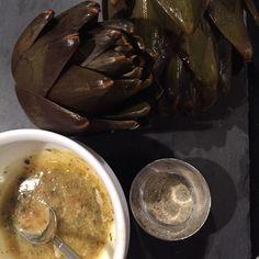 Dampet artiskok med urtesalt og urte smør