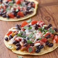 Healthy Salsa, Bean, and Cheese Pizza.. I want to make these!