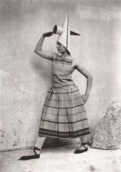 "Lizica Codreanu wearing a costume created by Constantin BRANCUSI for Erik SATIE'S work ""Les Gymnopédies"". 1920erne"