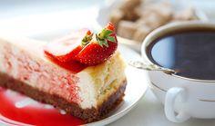 Σας έπιασε λιγούρα για γλυκό; Δείτε 8 μέρη στην πόλη όπου μπορείτε να συνδυάσετε τον καφέ σας με φρέσκα χειροποίητα γλυκά: λαχταριστά cheseecakes, lemon pies να γλείφεις τα δάχτυλά σου, αφράτα κρουασάν γεμιστά με σοκολάτα, πολύχρωμα cupcakes και θεϊκά cookies. Σκέφτεστε τίποτα καλύτερο; Places In Greece, Cafe Me, Something Sweet, Cheesecake, Athens, Eat, Desserts, Coffee, Food