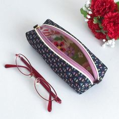 Glasses case made from kimono with Japanese traditional patterns of fan.  The glasses case is perfect for daily use, since the core material put betwe...