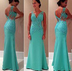 Vestido de formatura e madrinha azul turquesa