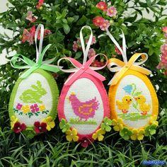 Пасхальные яйца из фетра, в сочетании с вышивкой крестиком, весенними расцветками и мотивами)