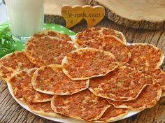 65 Turkish Pizza(Lahmacun) Photos And Recipe Meat Recipes, Snack Recipes, Cooking Recipes, Snacks, Turkish Pizza, Oven Dishes, Iftar, Turkish Recipes, Superfood