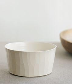 sfera | mie no hanjiki, large bowl (via http://elephantine.typepad.com/elephantine/2011/07/analogue-life.html)